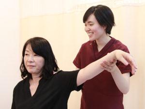 肩への施術・検査